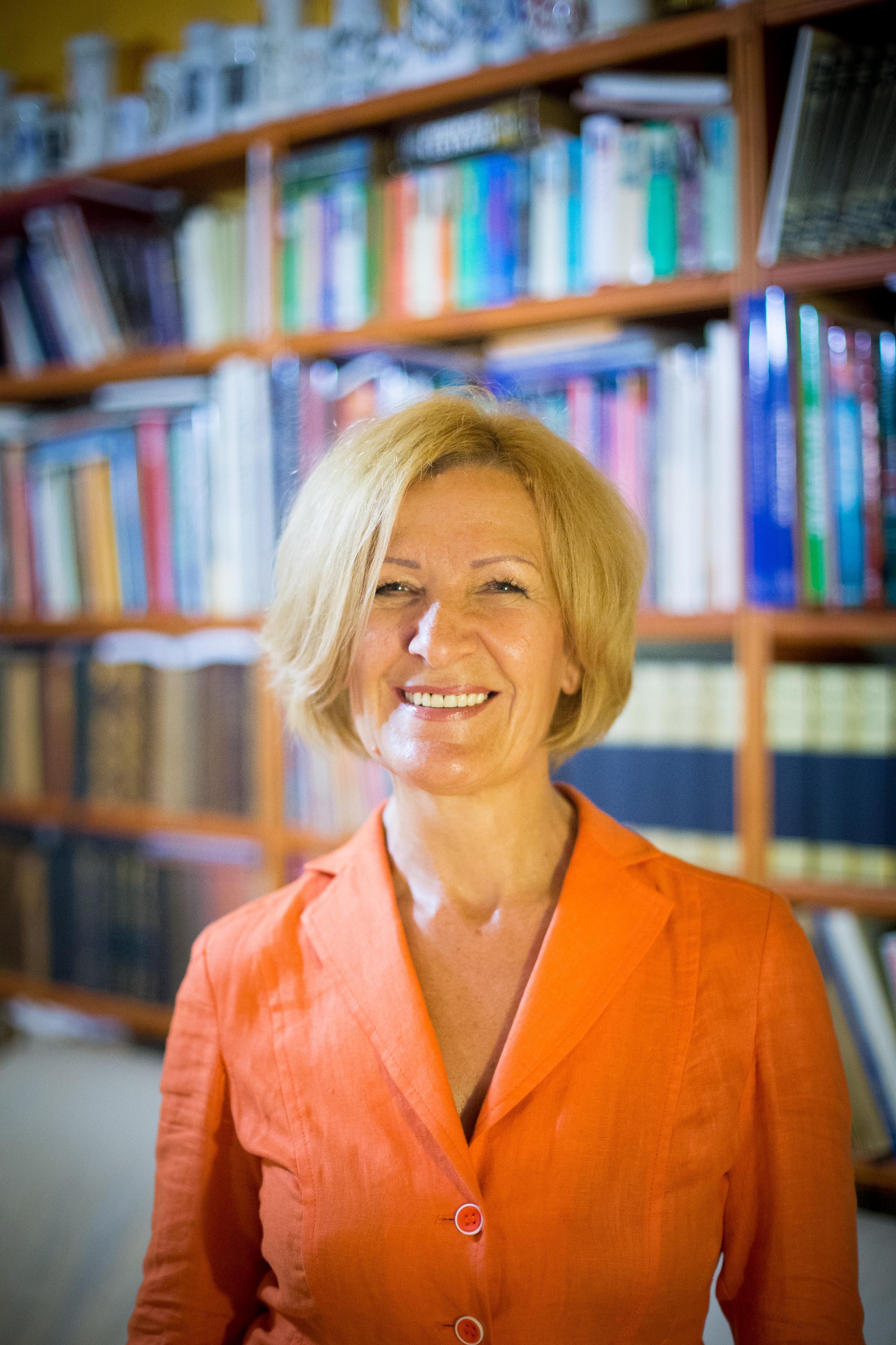Dr. Szarvasházi Judit - főszerkesztő-gyógyszerész